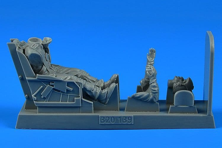 Aerobonus 1/32 U.S.A.F. Fighter Pilot with Ejection Seat for F-86 Sabre # 320139