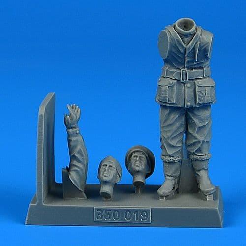 Aerobonus 1/35 British WWII Sailor for the British X-Craft Submarine # 350019