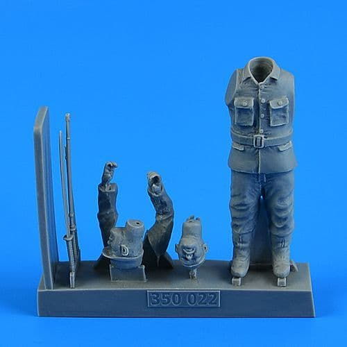 Aerobonus 1/35 Japanese WWII Suicide Officer for the Japanese Suicide Craft Kaiten II # 350022