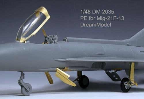 Dream Model 1/48 Mikoyan MiG-21F-13 # 2035