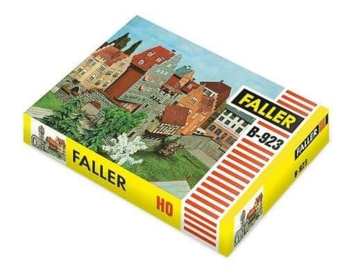 Faller HO Gauge (B-923) Town Wall Classic Kit