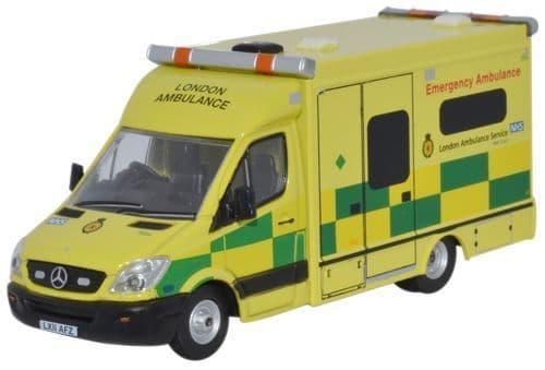 Oxford 1/76 Mercedes Ambulance London # 76MA002